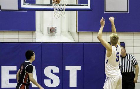 East boys varsity basketball stays unbeaten, beats Links