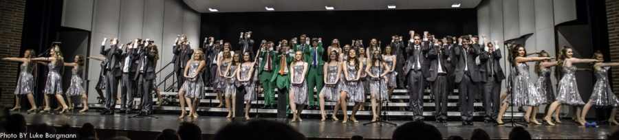 Lincoln+East%27s+varsity+group%2C+Express%2C+performing+for+Show+Choir+Show+Case.++Photo+by+Luke+Borgmann.