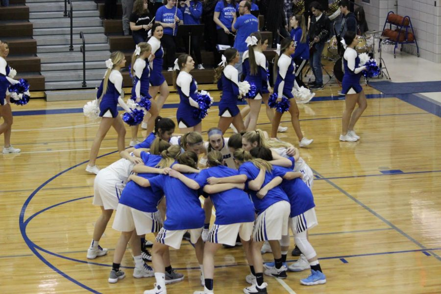 The+Lincoln+East+Girls+Varsity+basketball+team+huddle+together+at+the+start+of+the+Omaha+Burke+game+on+Friday%2C+February+2%2C+at+East+High+School.