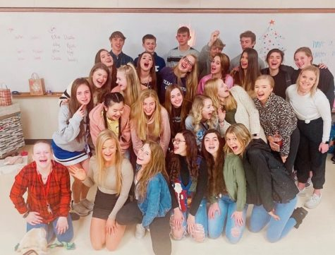 Lincoln East 2019-2020 Student Council pose for Christmas photo.