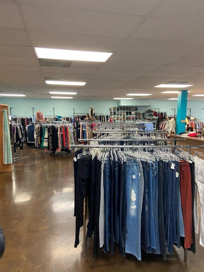 The+main+room+in+Glam+House+Thrift+Shop+located+at+5740+Old+Cheney+Rd.
