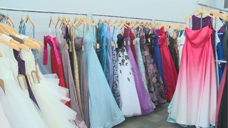 To+follow+up+the+perfect+promposal%2C+the+search+for+the+perfect+prom+dress+begins.+Dillards+is+a+popular+location+in+Lincoln%2C+but+there+are+many+small+boutiques+carrying+prom+dresses%2C+as+well.