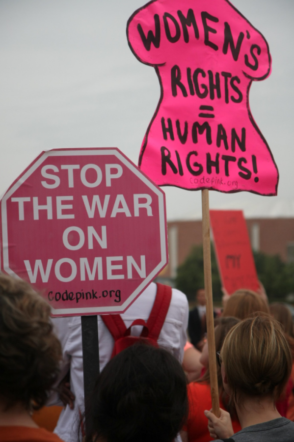 Creative+Commons+National+Day+of+Action+to+Defend+Womens+Rights.+Rally+at+Dallas+City+Hall%2C+July+15%2C+2013+by++steevithak+is+licensed+under+CC+BY+2.0