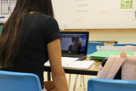 Sophomore Zoe Campbell in a zoom meeting with North Stars Chinese teacher Coral Su, in 8th period Chinese 3