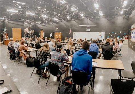 47 Lincoln East students meet at 7am on September 29th, 2021 for the third Youth Revival Meeting. Students reading over and sharing what stood out to them in John 4:1-15.